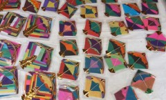 Miniature kites