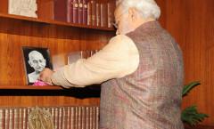 PM Modi paying tributes to Gandhi